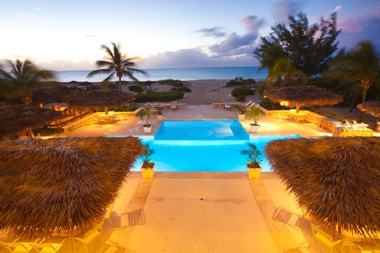 The Meridian Club Turks & Caicos: Sample pool in evening