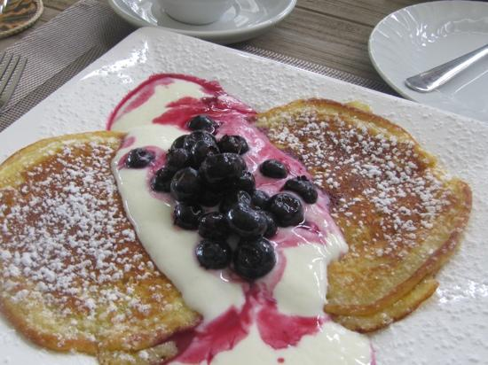 Treghan Luxury Lodge: one of 4 choices for breakfast pancakes with a freshly made yogurt, blueberry cream sauce.