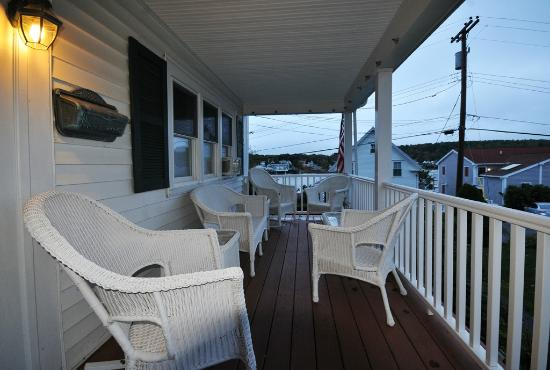 Greenleaf Inn at Boothbay Harbor: Greenleaf Inn front porch