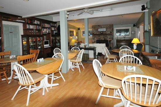 Greenleaf Inn at Boothbay Harbor: Breakfast area