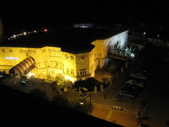 Astra Hotel : The wonderful view by night from the roof.