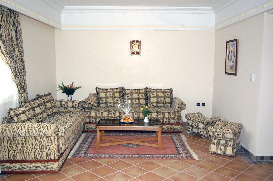 Hotel Menzeh Dalia : Suite salon