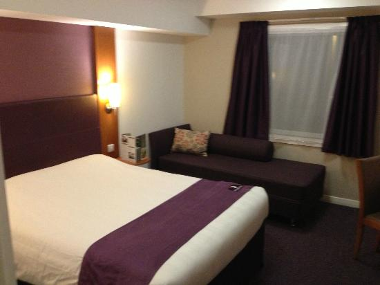 Premier Inn London Heathrow Airport (Bath Road) Hotel: Room