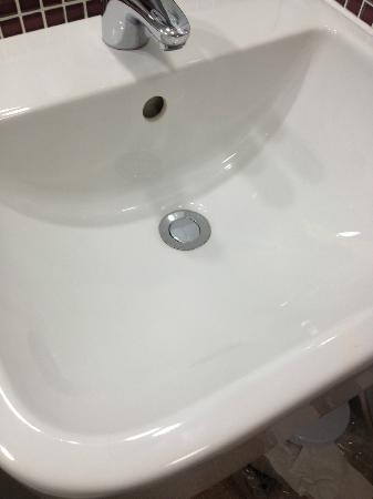 Premier Inn London Heathrow Airport (Bath Road) Hotel: Sink