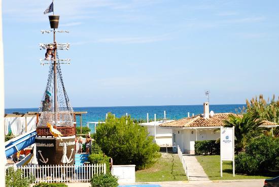 Zafiro Bahía: Blick vom Balkon über den Kinderpool Richtung Meer