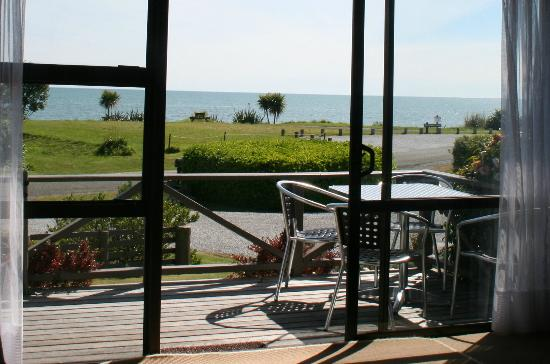 Pohara Beachfront Motel: 2 bedroom seaview unit