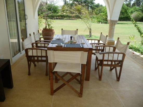 Mzima House: Mzima Cottage - dining