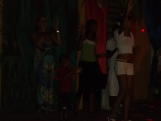 Grand Bahia Principe El Portillo: bailando el chocolatee