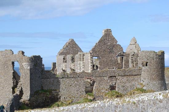 Dunluce Castle: Dunluce ruins