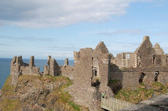 Dunluce Castle: Side view