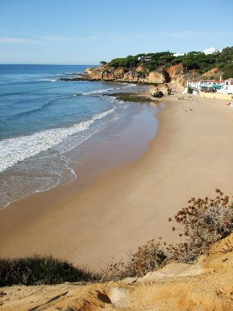 Praia dos Olhos de Água: Olhos D'Aqua by day
