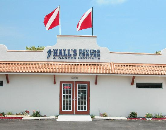 ‪Hall's Diving Center‬