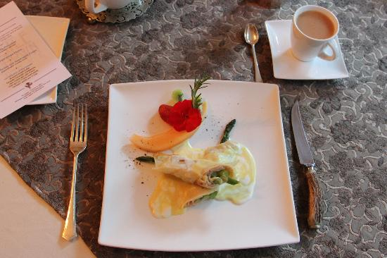 ThistleDown House: Breakfast 4 October 2012 - Smoked Turkey and Asparagus Crepe