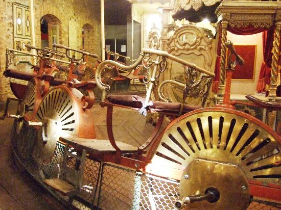 Musee des Arts Forains: Bike carrousel