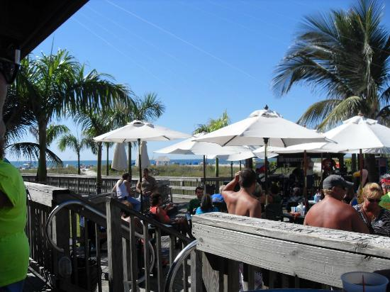 Beachcomber Beach Resort & Hotel: patio dining
