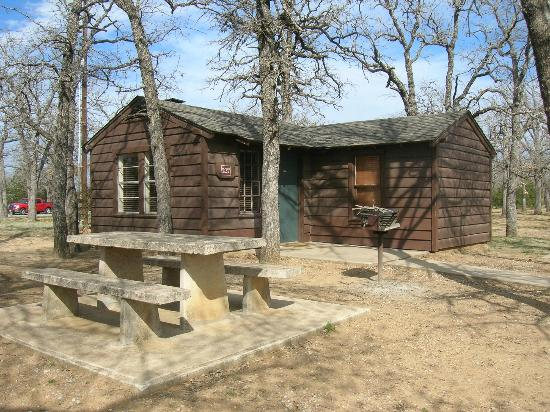 Ardmore, OK: Cute one bedroom cabin.