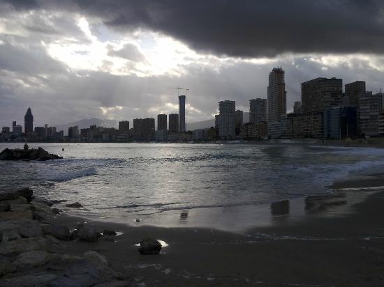 Hotel Brasil: Playa de benidorm en otoño