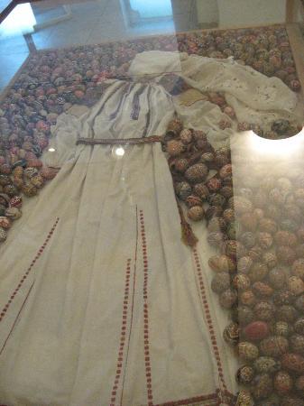 Peasant Museum (Muzeul Taranului Roman): Drees