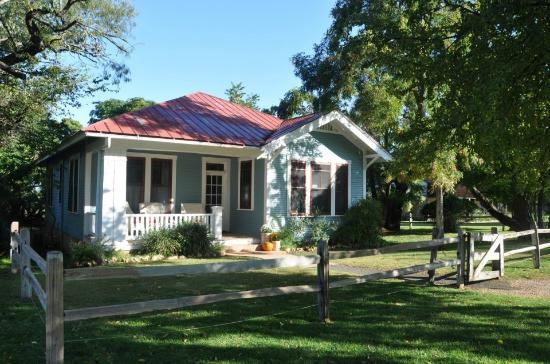 Settlers Crossing Bed and Breakfast: The Baag Farm House