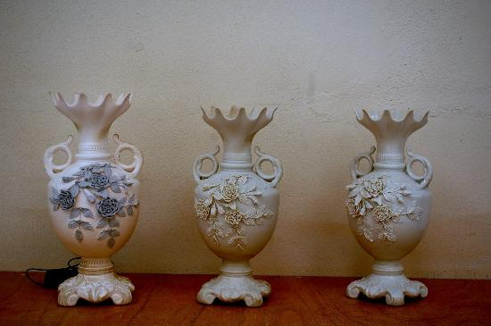 Belleek Pottery & Visitor Centre: Three vases in the finishing stages