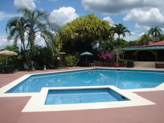 Nuestra piscina para ni os y adultos picture of hotel for Alcampo piscinas para ninos