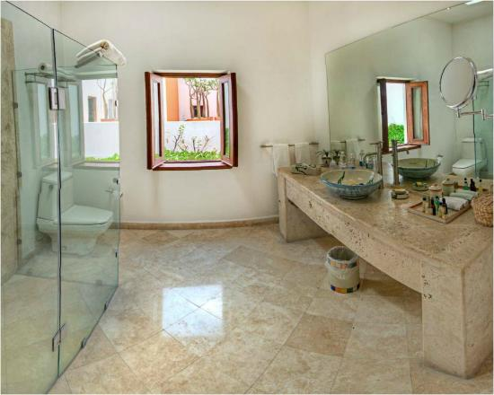 Casareyna Hotel: Bathroom