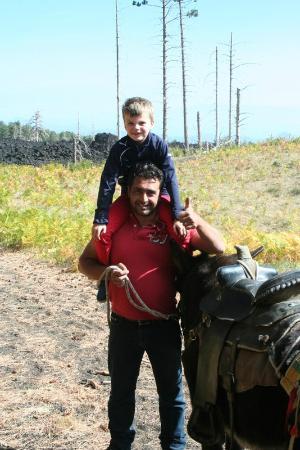 Etna Donkey Trekking: Hij gaat ezelrijden, hoe dan ook!
