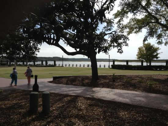 Henry C. Chambers Waterfront Park: The River Walk
