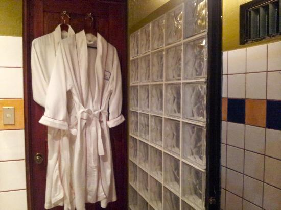 Casa Bella Rita Boutique Bed & Breakfast: luscious robes to use in Colibri room