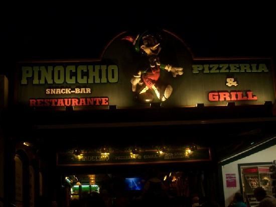 Pinocchio Restaurante Pizzeria: great door waiting for you