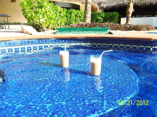 Fiesta Americana Condesa Cancun All Inclusive:                   Mudslides : ) at the pool