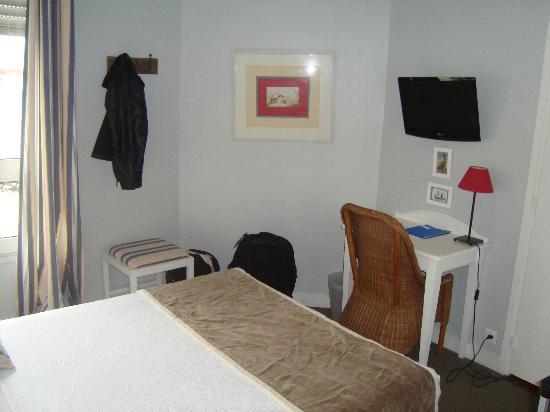 Hotel De La Paix Montparnasse: room