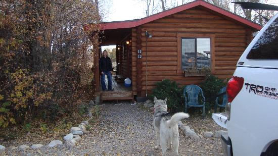 Teton Valley Cabins: Front deck.
