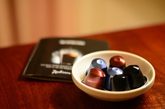 Radisson Blu Hotel Gdansk: Nespresso Machine offered as standard in Business Class rooms.