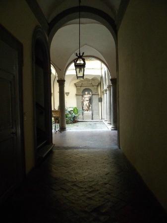 Palazzo Tolomei Residenza d'Epoca: El patio de Planta Baja
