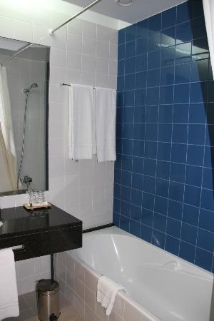 Lince Hotel Madeira: El baño