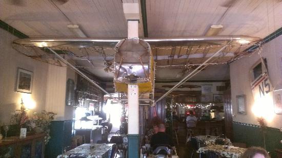 Ashley Rose Restaurant & Inn: Piper J-3 Cub air frame