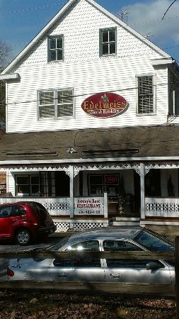 Ashley Rose Restaurant & Inn: Front of the restaurant