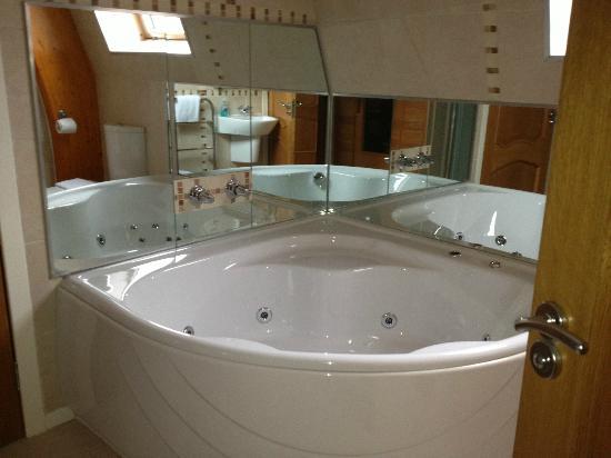 Hebridean Luxury Holidays Jacuzzi Bath