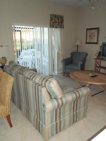 Coral Cay Resort: Living room