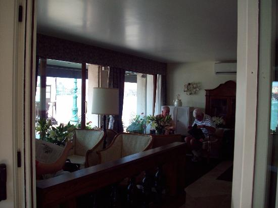 Pensione La Calcina: Looking out the front of the Lobby