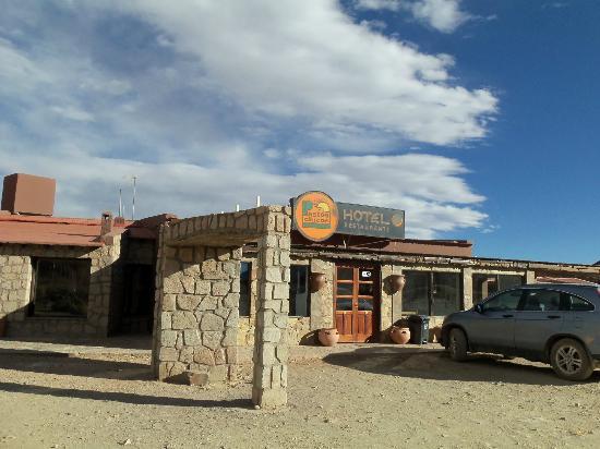 Susques, Argentina: Vista parcial del frente del Hotel