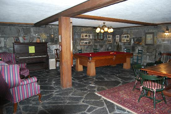 Adair Country Inn & Restaurant: 1929 pool table