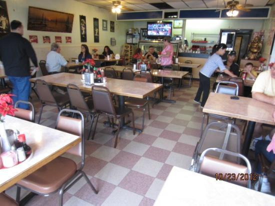 Tu Hai Restaurant: Interior of the restaurant