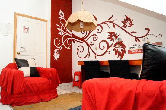 Hostal Rojo: Sala de lectura