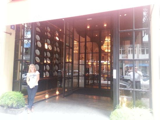 Market Hotel: entrando al hotel y restaurante