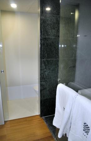Hotel Reina Petronila: habitacion wc