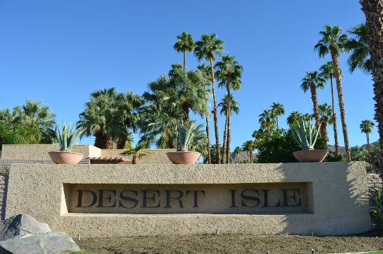 Desert Isle of Palm Springs: Entrance