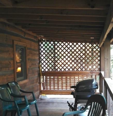 Cabins in the Pines: Outdoor porch with swing and grill