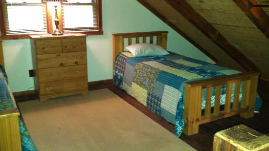 Cabins in the Pines: Upstair beds (3 twin beds)